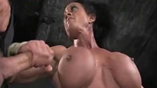 बीडीएसएम में मांसपेशियों वाली महिलाएं