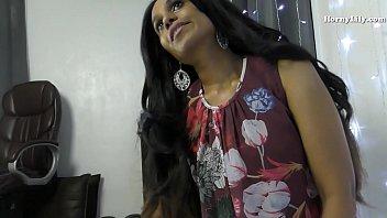 सेक्सी इंडियन मिल्फ हॉर्नी लिली रोलप्ले