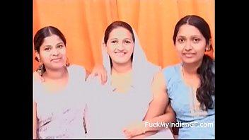 रोमांटिक भारतीय समलैंगिक त्रिगुट